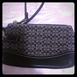 Coach wristlet! Never used. Excellent condition,